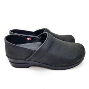 ⬇️ SANITA Professional Oil Closed Leather Clogs 39